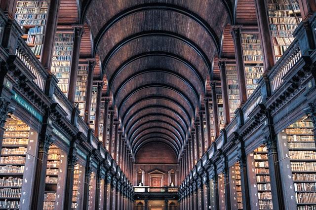 腰痛の原因や治療方法を調べる時は、インターネットだけではなくて、図書館も利用した方が便利ですよ。図書館の利点をお伝えします。